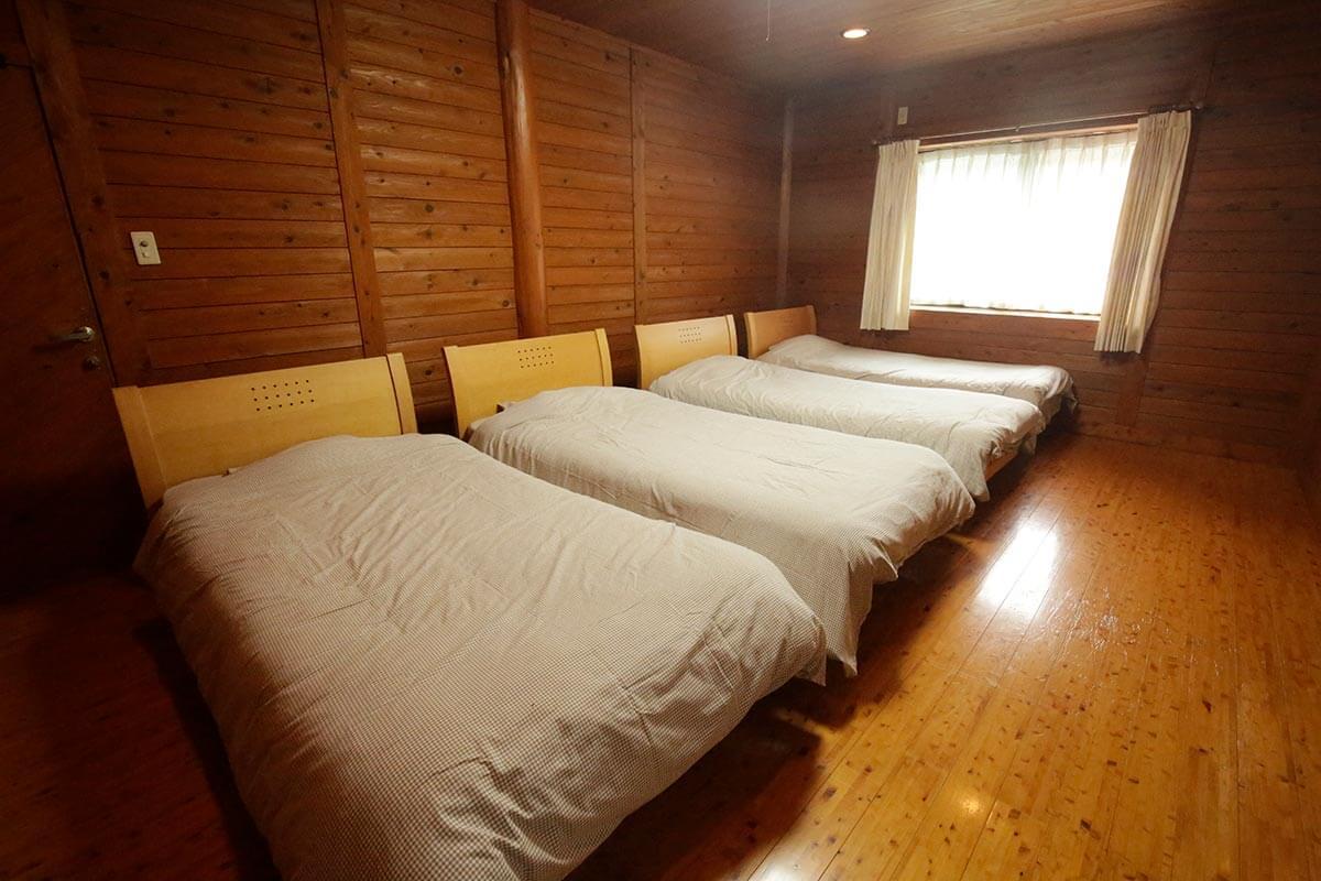 プライベートが確保された6室の寝室。